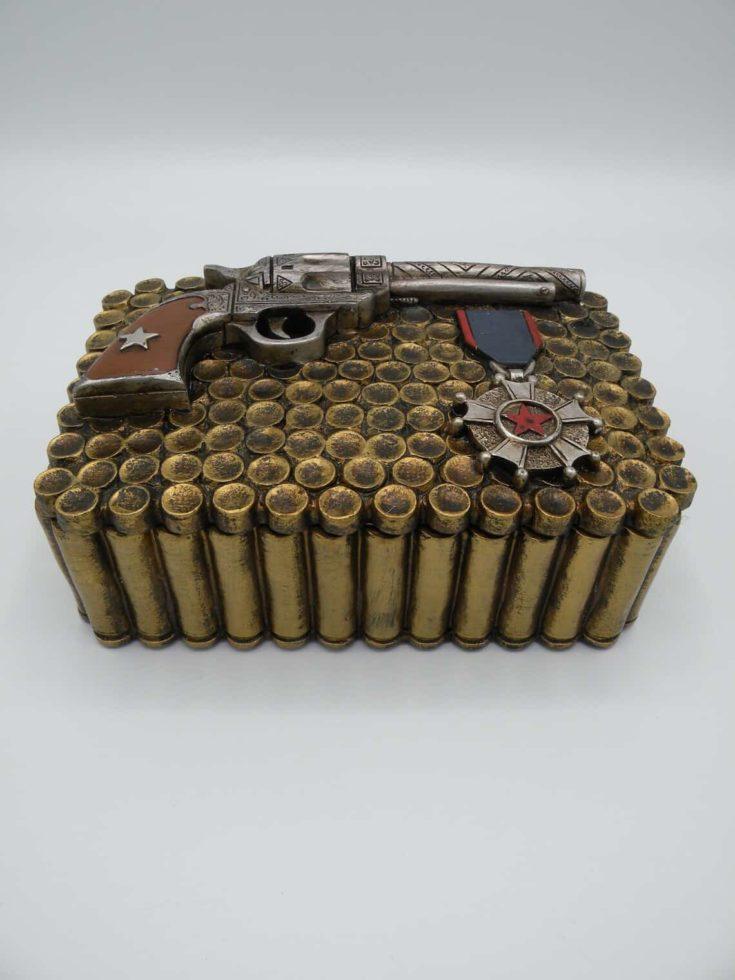 Western Pistols and Bullets Trinket